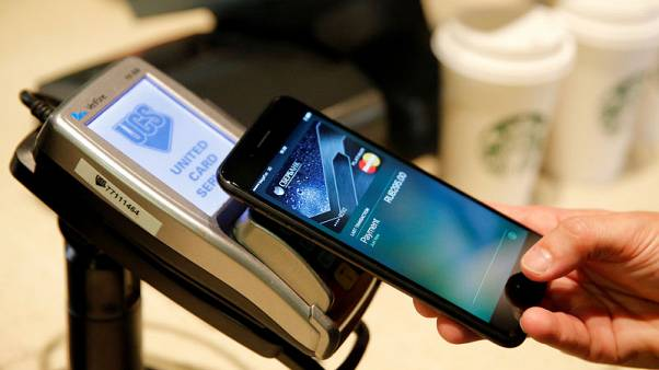 Fed official frets over risks to Apple Pay, other mobile payments