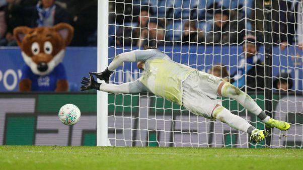 Leicester win shootout to reach League Cup quarters