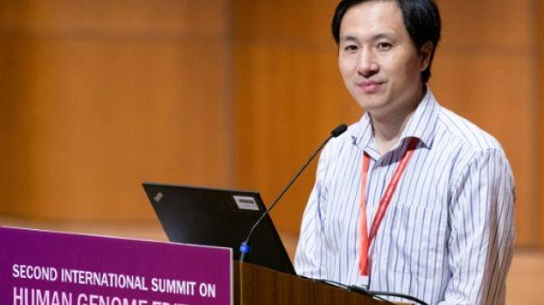 """Le """"père"""" chinois des soi-disant bébés génétiquement modifiés suspend ses essais"""