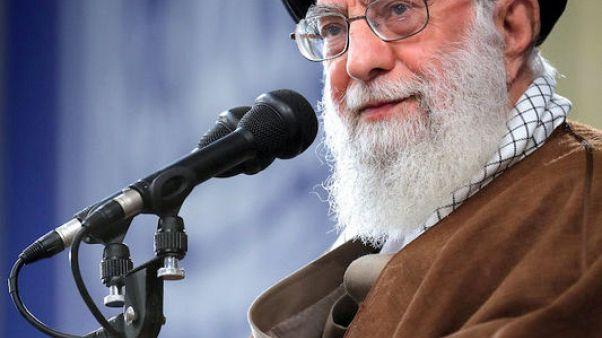 خامنئي يدعو لتعزيز قدرات إيران العسكرية لدرء الأعداء