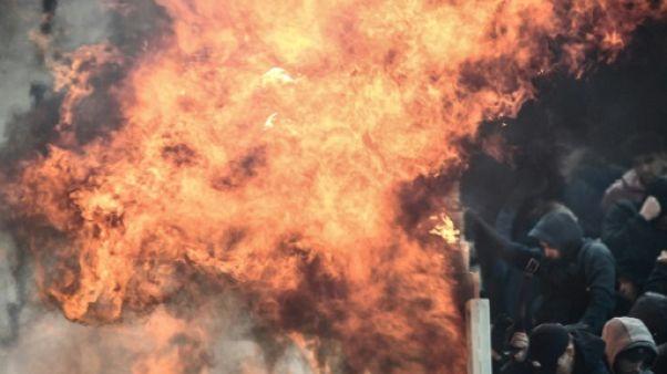 C1 AEK-Ajax: neuf blessés dont trois policiers lors des violences entre supporters