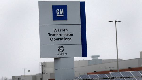 Car market collapse outruns GM moves to keep up