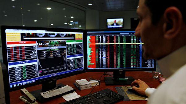 بورصة أبوظبي تتراجع تحت ضغط البنوك والسعودية ترتفع بدعم من البتروكيماويات