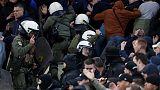أياكس وأيك يواجهان اتهامات من الاتحاد الأوروبي بسبب شغب المشجعين