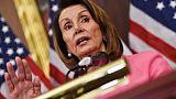 La chef des démocrates au Congrès américain réélue malgré une fronde