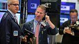 أسهم أمريكا ترتفع والمستثمرون يراهنون على رفع الفائدة بوتيرة أبطأ