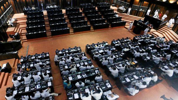 برلمان سريلانكا يصادق على اقتراح خفض ميزانية رئيس الوزراء