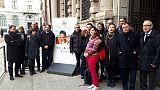 Totem a Milano per studentessa rapita