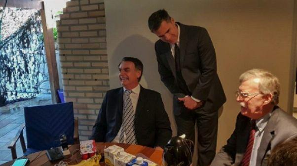 """L'Américain John Bolton juge """"très productive"""" sa rencontre avec Bolsonaro"""