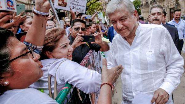 """Lopez Obrador, l'homme """"tenace"""" qui promet de changer le Mexique"""