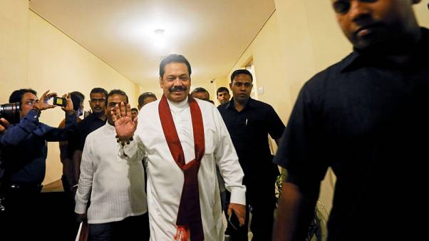 برلمان سريلانكا يوقف صرف رواتب الوزراء للضغط على رئيس الحكومة