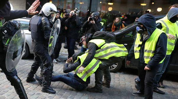 """اشتباكات في بروكسل بين الشرطة ومحتجين استلهموا تحركهم من حركة """"السترات الصفراء"""""""