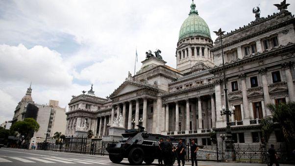 إجراءات الأمن تغلق بوينس أيرس لقمة مجموعة العشرين وتبقي الاحتجاجات تحت السيطرة