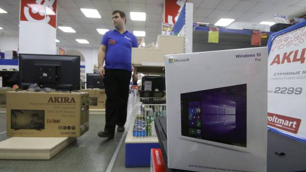 Microsoft's market value overtakes Apple's to close out week