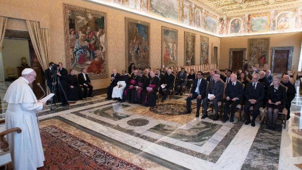 Papa, lottare contro trafficanti morte