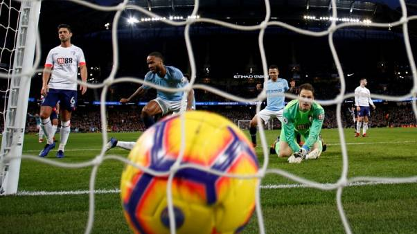 Man City extend lead at top, Man United salvage draw