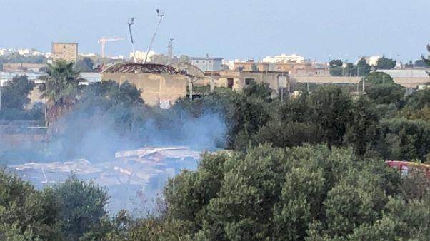 Fiamme in campo rom a Bari,nessun ferito