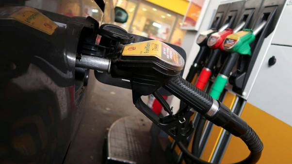 Shell sets carbon cutting targets after investor pressure