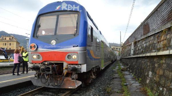Folgorato migrante sopra treno, grave
