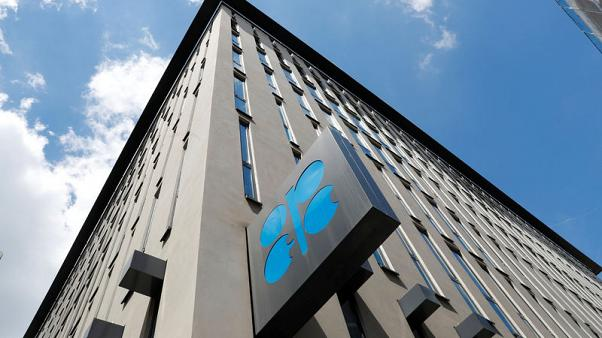 OPEC, Russia move closer to cutting oil output