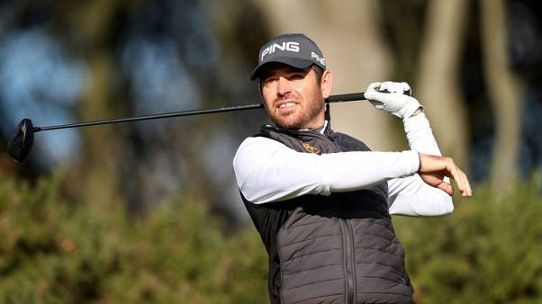 Oosthuizen earns early advantage at low-scoring South African Open