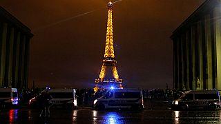 فرنسا: إغلاق برج إيفل ونشر 89 ألف فرد أمن تحسبا للاحتجاجات