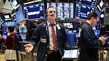 بورصة وول ستريت تهوي والمؤشر إس آند بي يسجل أكبر خسارة أسبوعية منذ مارس