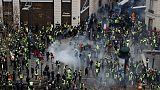 الشرطة تطلق الغاز المسيل للدموع على المحتجين في وسط باريس