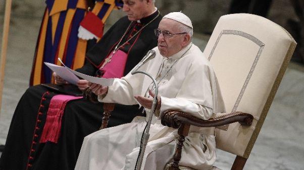 Papa, umanità tra opulenza e disprezzati