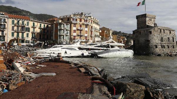 Sindaco Rapallo protesta yacht spiaggia