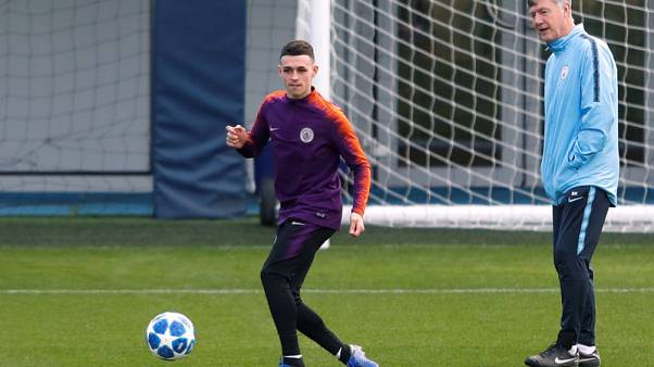 Teenager Foden extends Manchester City deal to 2024