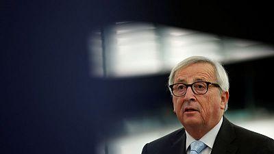 يونكر: الاتحاد الأوروبي لن يعيد التفاوض على خروج بريطانيا لكن يمكنه تقديم إيضاحات