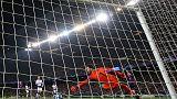 توتنهام يبلغ دور الستة عشر بتعادل مع برشلونة بهدف مورا