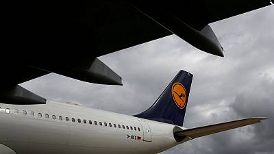 Lufthansa in early talks with Do&Co, SATS on possible LSG deal - sources