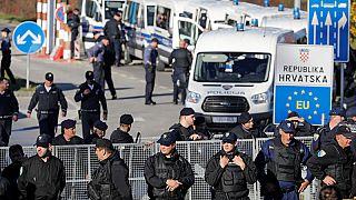البوسنة: مهاجرون عالقون بين قسوة الطبيعة والأبواب الموصدة.. شرطة كرواتيا وبرد الشتاء