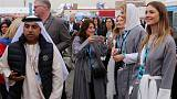 سياح غربيون يزورون السعودية مع سعي المملكة للانفتاح