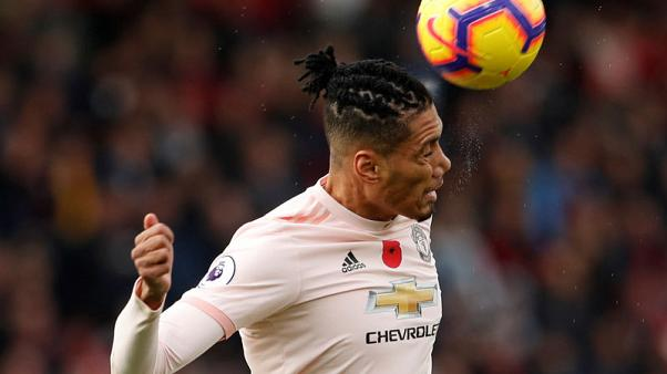 Smalling signs new deal with Manchester United