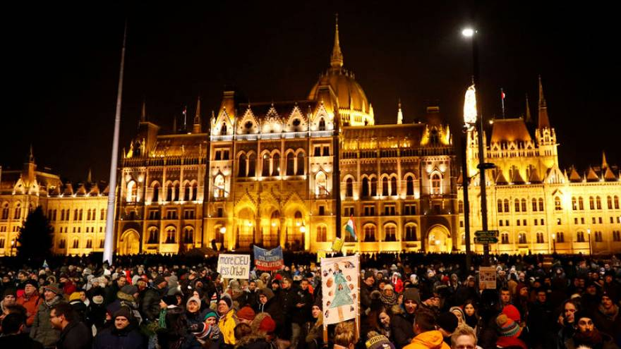 آلاف المجريين يشاركون في احتجاج ضد رئيس الوزراء أوربان