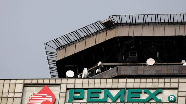 Pemex aims for splash in shallow waters, retreats from the deeps