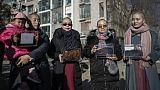 Chine: l'épouse d'un avocat se rase la tête pour réclamer justice