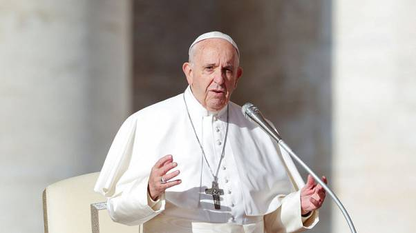 Don't blame migrants for everything, Pope tells politicians