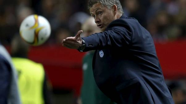 Solskjaer, Phelan 'front runners' for United caretaker role-club source