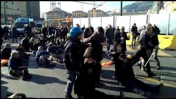 Lavoro, manifestanti in stato di fermo