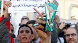 معلمو المدارس الثانوية في تونس يحتجون مطالبين بتحسين الأجور والأوضاع