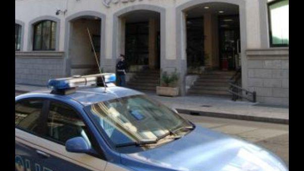 Sasso contro agente Volanti a Reggio C.