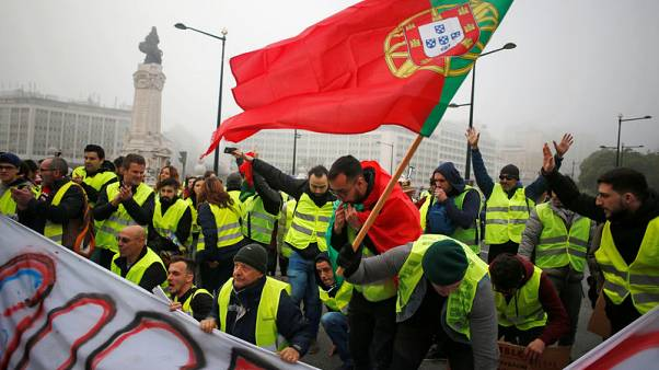 'Yellow vest' protesters attempt to stop traffic in Portugal