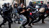 الشرطة تعتقل انفصاليين في قطالونيا يحتجون على اجتماع للحكومة الاسبانية