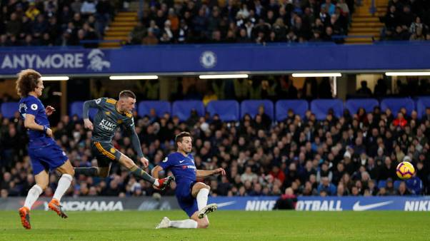Vardy earns Leicester narrow win at Chelsea