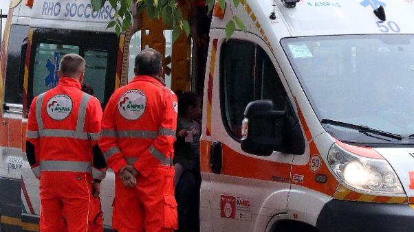 Auto contro semaforo nel Cuneese,1 morto