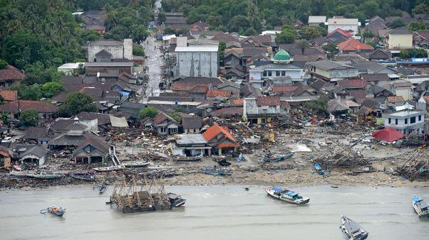 مسؤولون: انهيار جزء من بركان كراكاتوا سبب تسونامي إندونيسيا